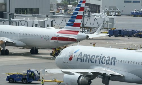 American Airlines, Southwest to follow federal COVID-19 vaccine mandate, defy Texas order